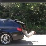 BMW 320d 電動テールゲートに挟まれるとどの位痛いのかテストしてみた