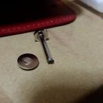 妻の誕生日に贈ったキーケース、使用開始4時間で壊れた…