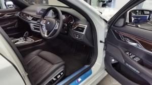BMW 740i interior 01
